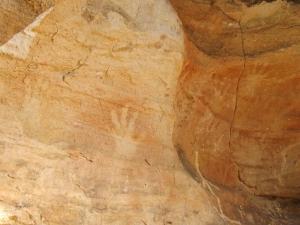 mutawintji heritage tours hand stencils and symbol 2
